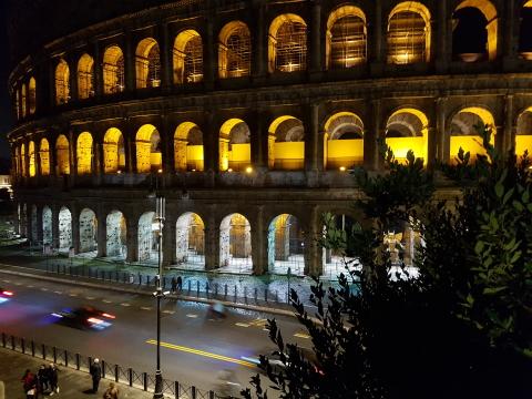 Colosseum bei Nacht